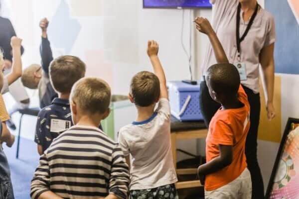 授業中の子どもたち